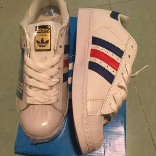 全新adidas Superstar 38.5號