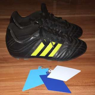 SIZE 4 YOUTH Adidas Football Boots