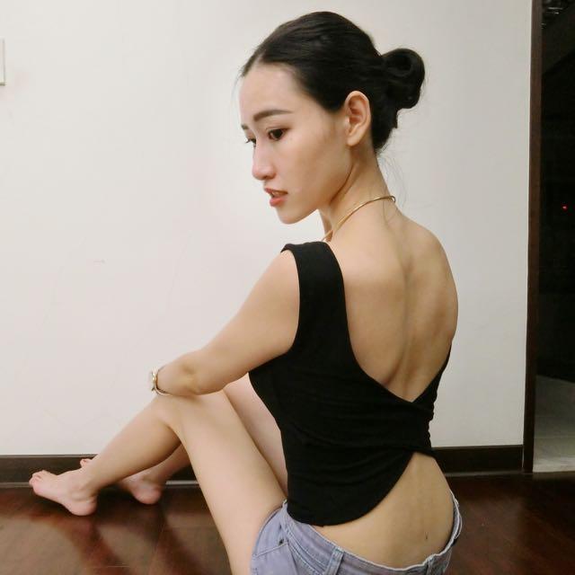 全新✨交叉美背附胸墊短版背心(黑/白)