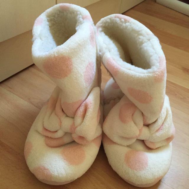 毛絨絨室內靴