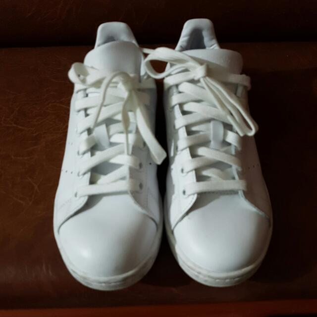 online retailer 56424 52c80 Reduced adidas Originals Triple White Stan Smith Trainers, Sports on  Carousell