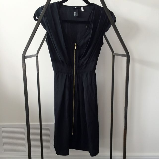 Black Dress With Zipper Down The Middle