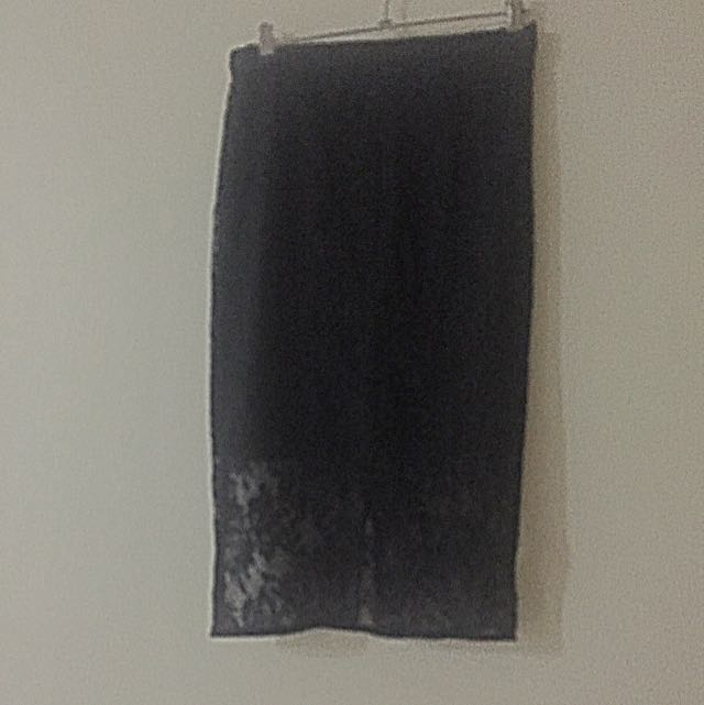 Extremely Flattering Size 6 Lace Midi Skirt