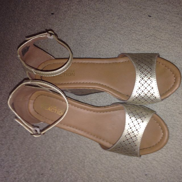 Kenneth Cole Wedges!