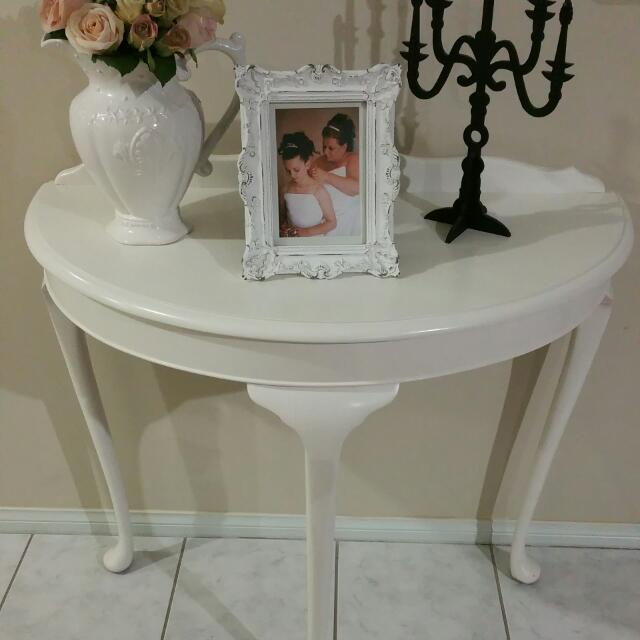 Queen Anne Decorative Table