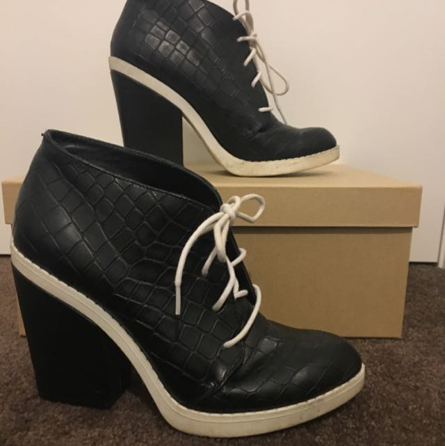 ShoeCult Size 7.5 Ankle Boots