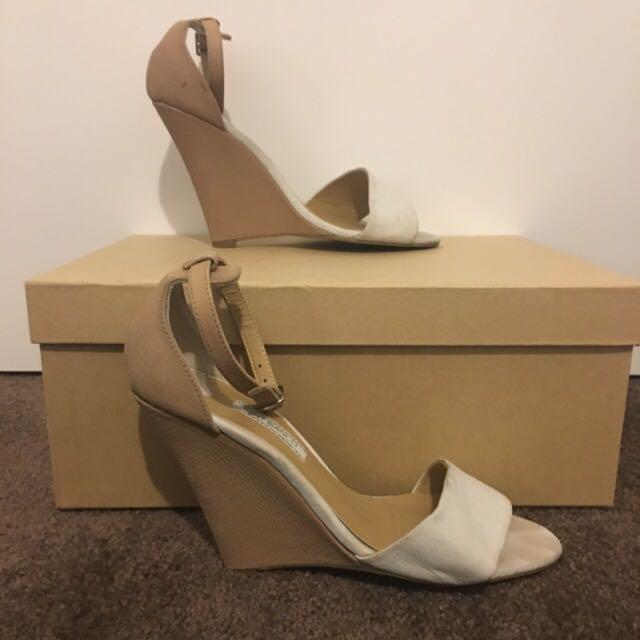 Tony Bianco Size 7 Sandals