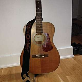 ACCOUSTIC GUITAR W PRETTY STRAP