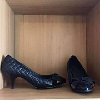 Vanilla Suite Black Corporate Heels With Bow