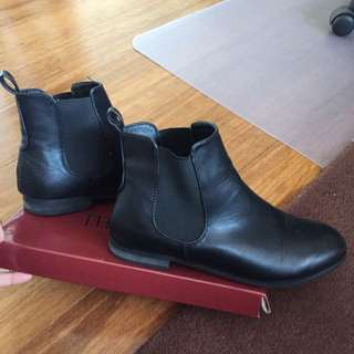 BOOHOO ANKLE BOOTS - SIZE 8