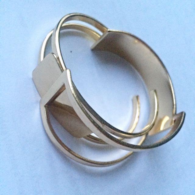2x Bracelets