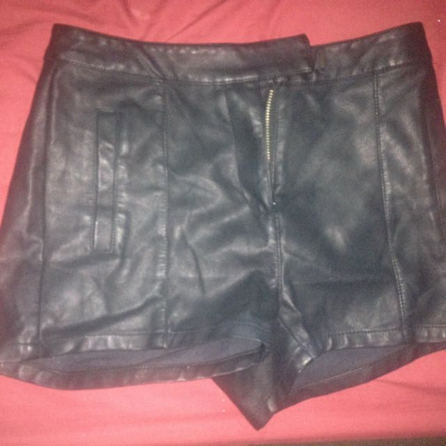 BARDOT Highwaisted Black Leather Shorts