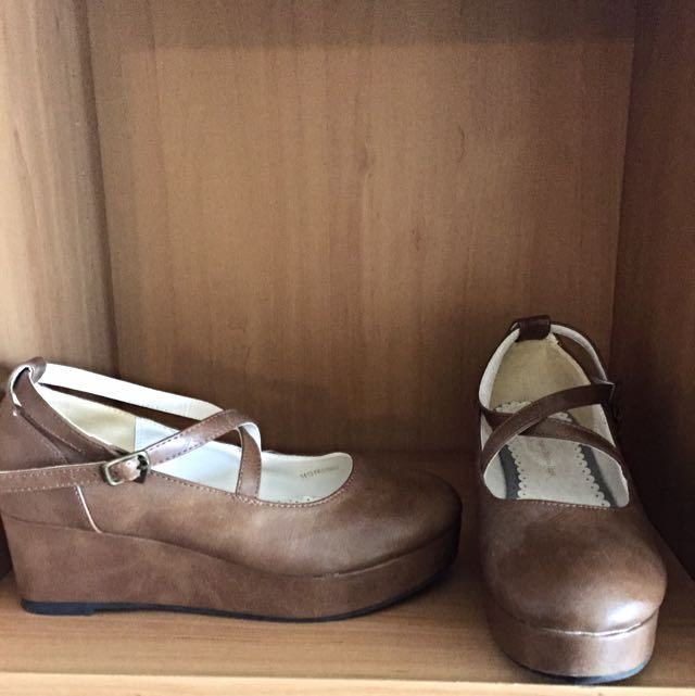 Earth Music & Ecology Brown Wedged Heels
