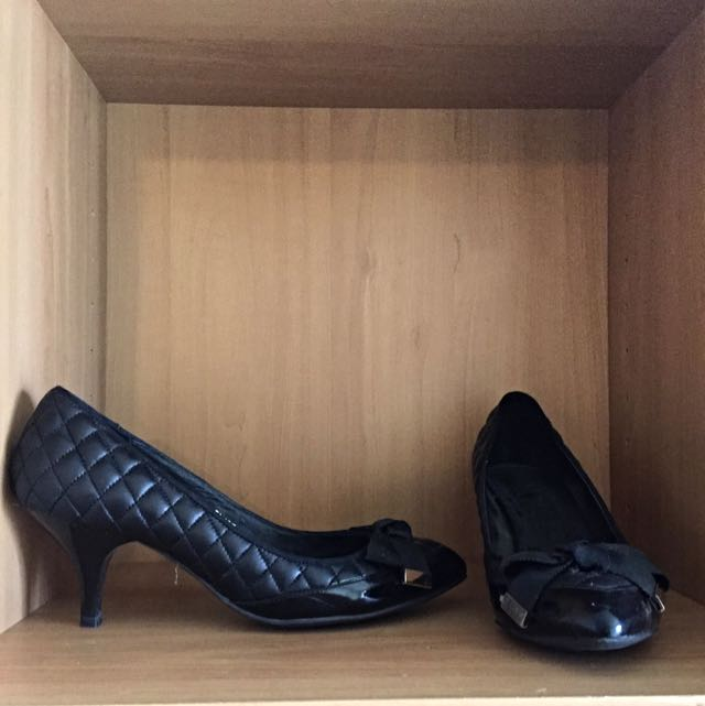 Vanilla Suite Black Corporate Heels With Bow