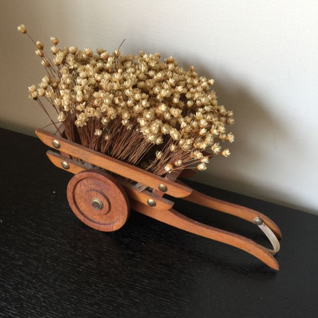 🎀Vintage Wagon With Artificial Flower