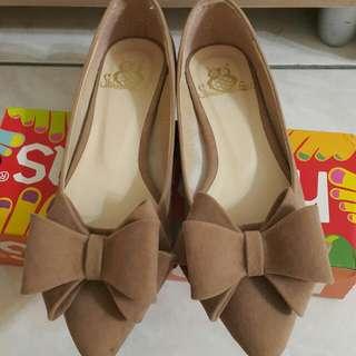 蝴蝶結尖頭平底鞋(照片色)