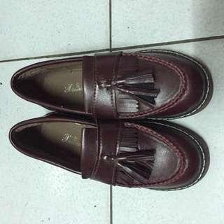 (保留中🙋)全新 含運 酒紅色流蘇樂福鞋