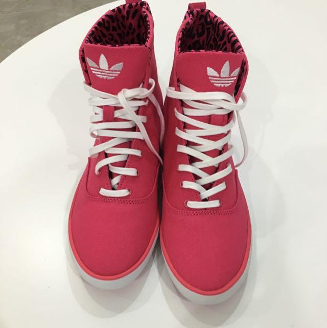 necesario Fácil de leer oportunidad  Adidas High Cut Shoes, Women's Fashion on Carousell