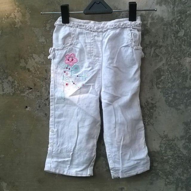 celana putih aplikasi bunga merek cherokee  size 9-12 months