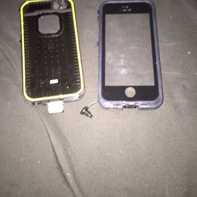 iPhone 5s Black Lifeproof Case