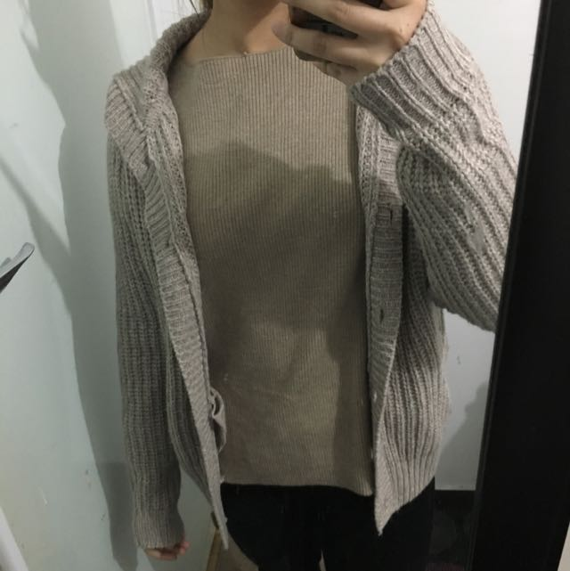 Knitted cardigan with hoodie