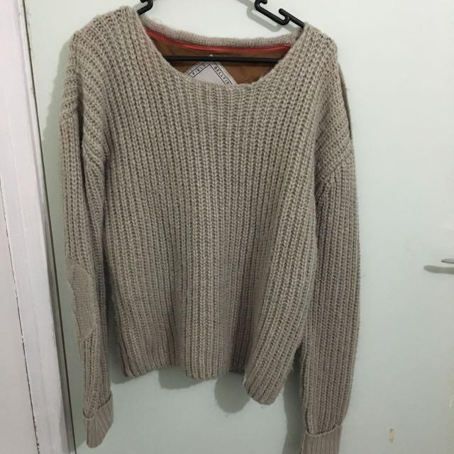 knitted jumper w/ shoulder detail