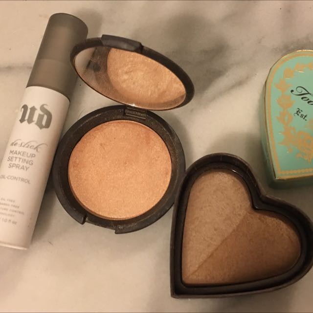 Becca Highlighter In Champagne Pop