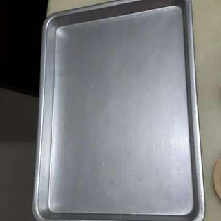 1 Rectangular Aluminium Tray Selling At $4.used.