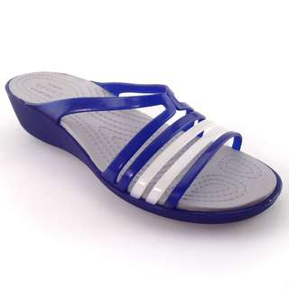 Sandal Cewe Wedges Crocs Isabella Wedges Blue