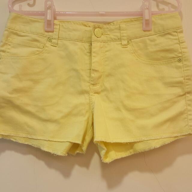 近全新 HangTen 夏日馬卡龍休閒不修邊牛仔短褲 淺黃色M