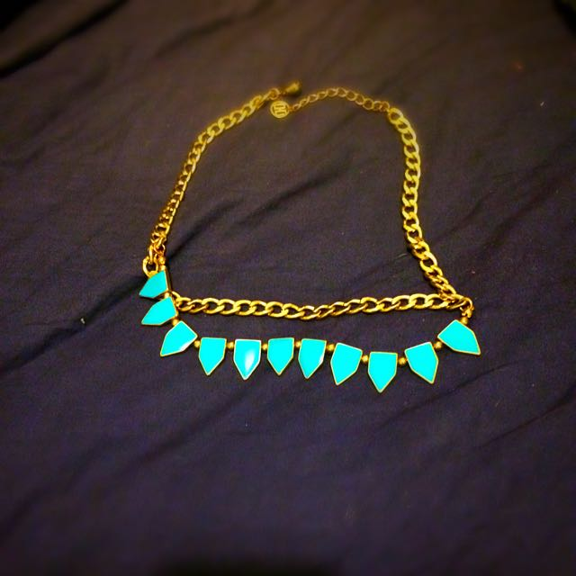 Gold And Blue Shaped Dimond Neckalace