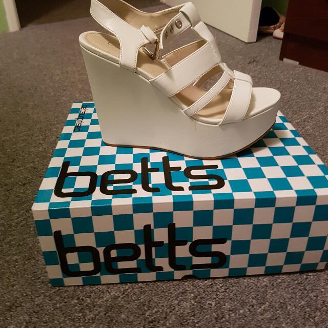Pop tart White Heels