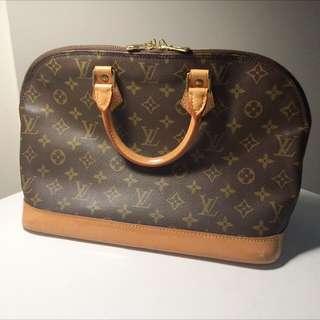 SALE: Louis Vuitton Bag