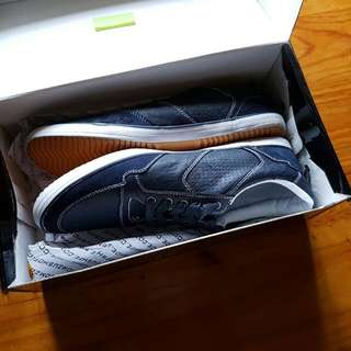 Zuman Size 9 Leather And Fabric Shoes