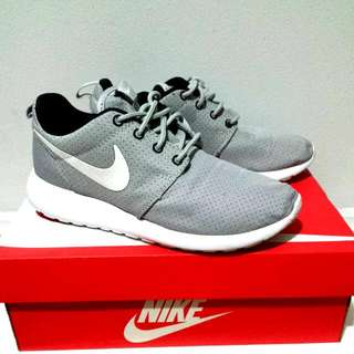 Nike ROSHE runs Size 5 Grey