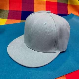 素面灰板帽