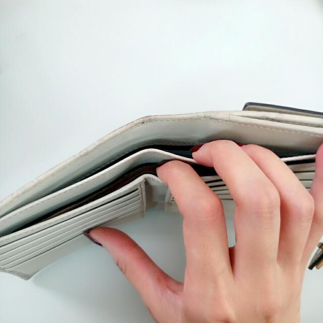 隨便賣台灣買不到Gucci 短夾 米白色 錢包 皮夾 氣質款卡夾 零錢包 名牌精品 盒裝 保證卡 出清 缺錢 名牌