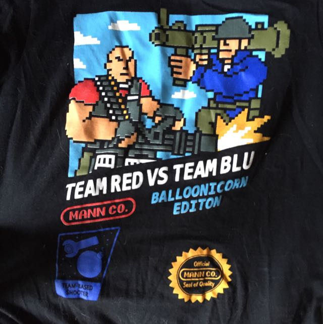 Lootcrate Exclusive Team Red Vs Team Blu Tee