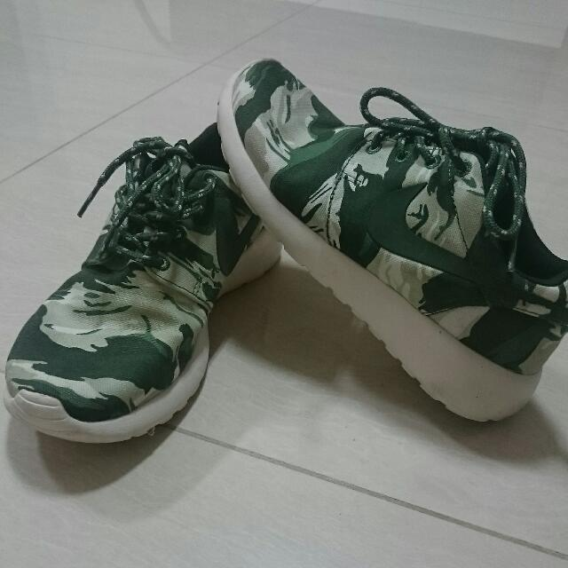 new style 0b20e 6f7e6 NIKE ROSHE RUN CAMO (INSPIRED) Size 38, Sports on Carousell
