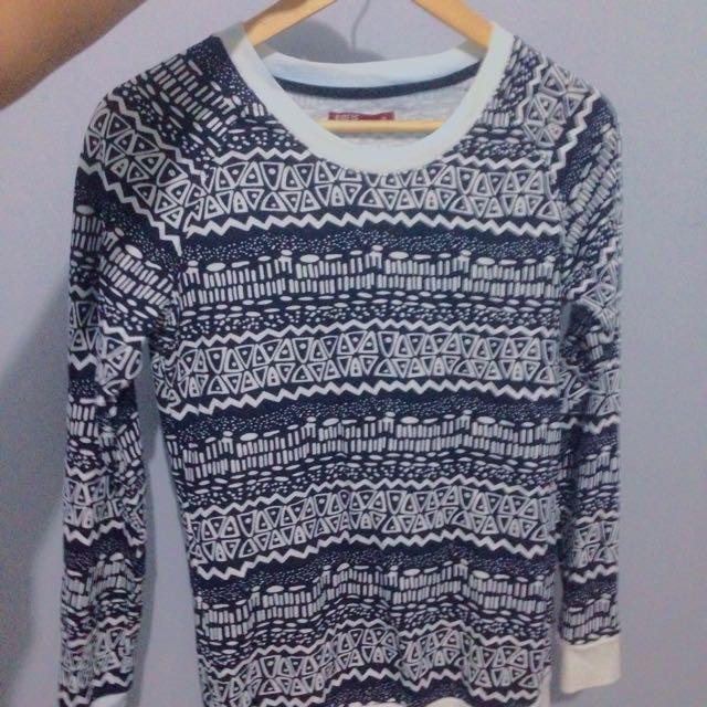 sweater aztec