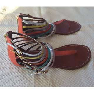 REDUCED - WAS $30, NOW $15 - STEVE MADDEN FLAT SANDAL - GLADIATOR STYLE WITH MULTI COLOUR BUCKLE STRAPS - SIZE 9 - GENTLY USED