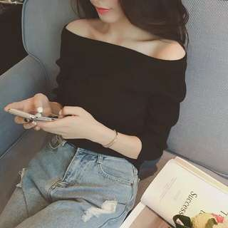 Strapless black long-sleeved shirt
