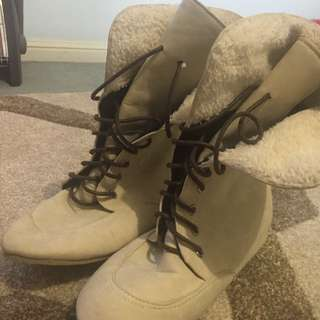 Boots Size 6 Fleece Inside