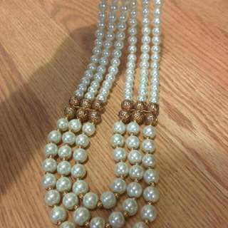 Beautiful Pearl Necklace (Not Real Pearls)