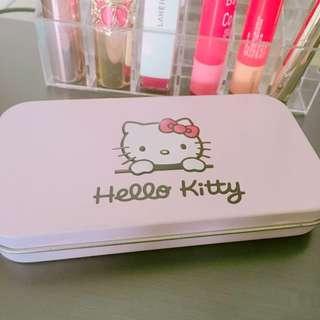全新 kitty 可愛 方便攜帶 小鐵盒 刷具 化妝工具