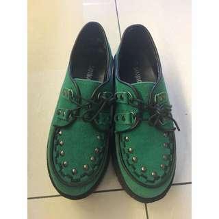 卯釘綠色厚底鞋