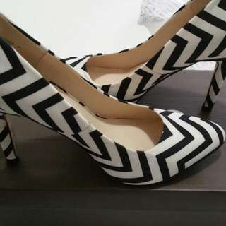 Brand New Zig Zag Nove Shoes