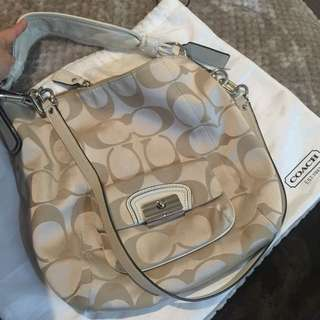[Reserved] Pre-Loved authentic Signature Coach Bag