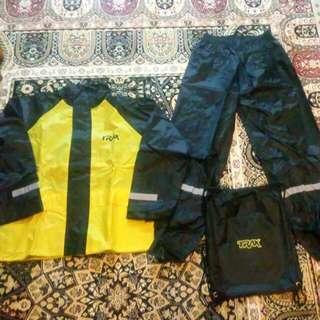 TRAX Rain Coat Size (S) (Reserve Untill Tmrw)