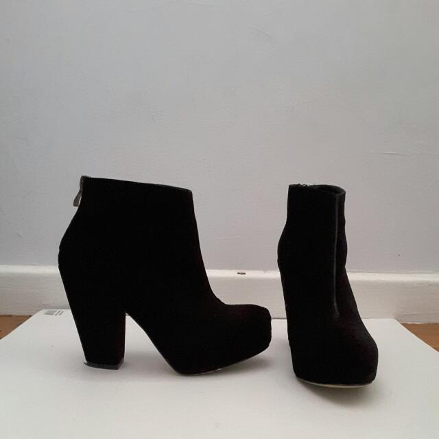 Alias Mae black heeled boots size 6.5